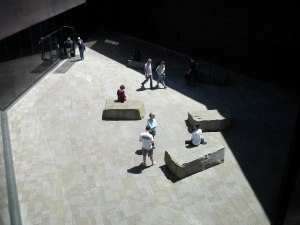 The front courtyard of the de Young Museum