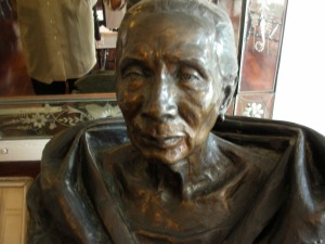 A bust of Tana Dicang --  Self only wishes she knew the name of the sculptor!