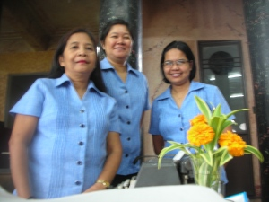 The Lovely Ladies at Daku Balay.  Last time self saw them, their uniforms were brown.  Self thinks blue is much more flattering.
