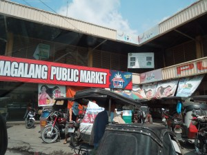 Magalang Public Market:  It's huge.