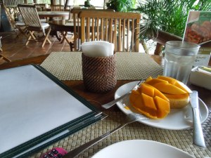 Breakfast (Philippine mangoes are the BEST in the entire world)